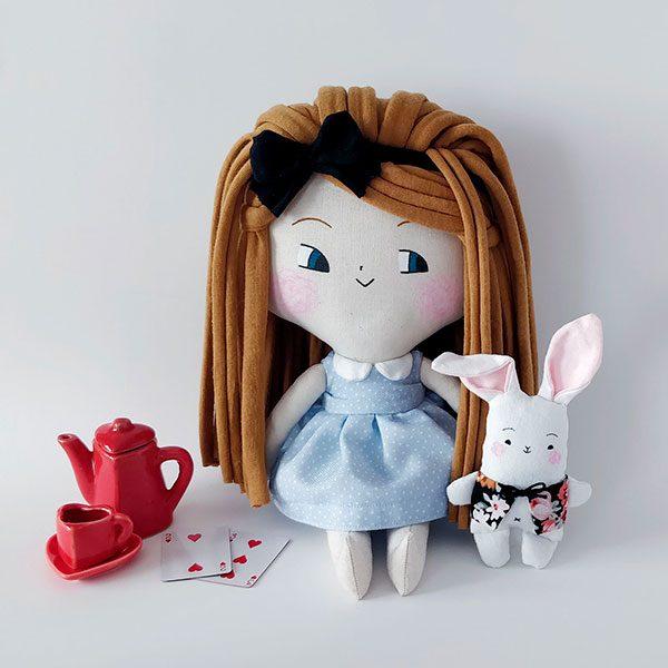 Alicia y el Sr.Conejo