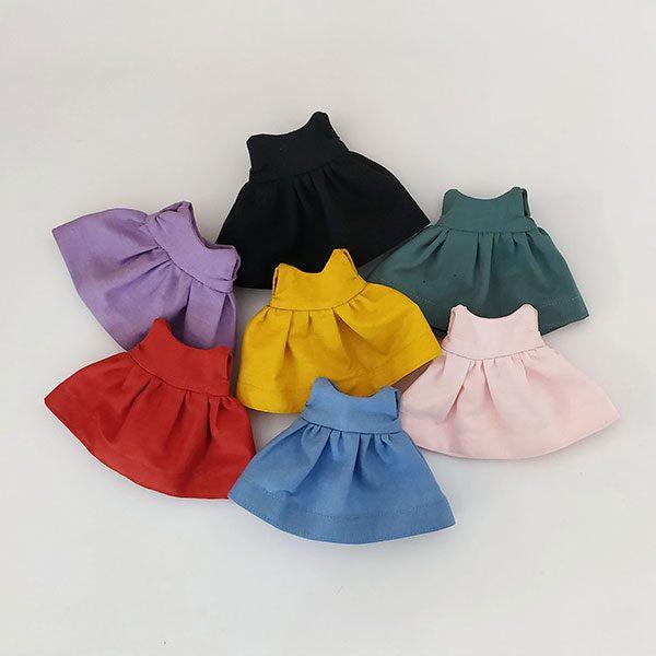 Vestido de colores lisos con turbante y braguitas